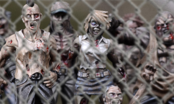 TWD-zombies01-chainlink03